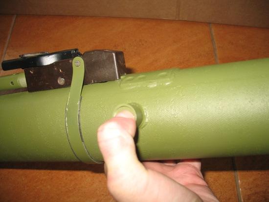 2-Кнопка-фиксатора-40мм-выстрела